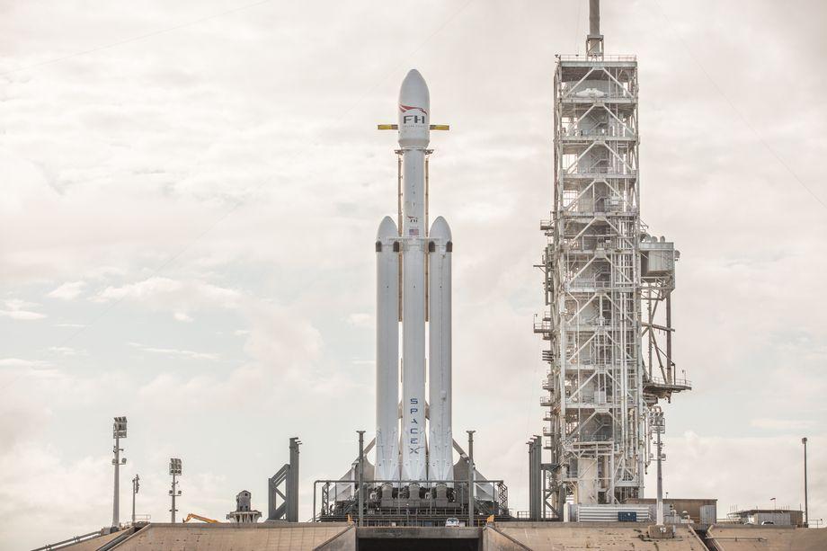 SpaceX, Falcon Heavy Roketinin Testini Başarıyla Gerçekleştirdi