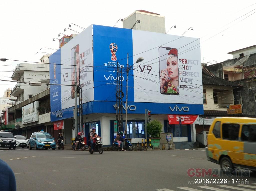 iPhone X Çakması Vivo V9 Billboard Reklamlarında Göründü!