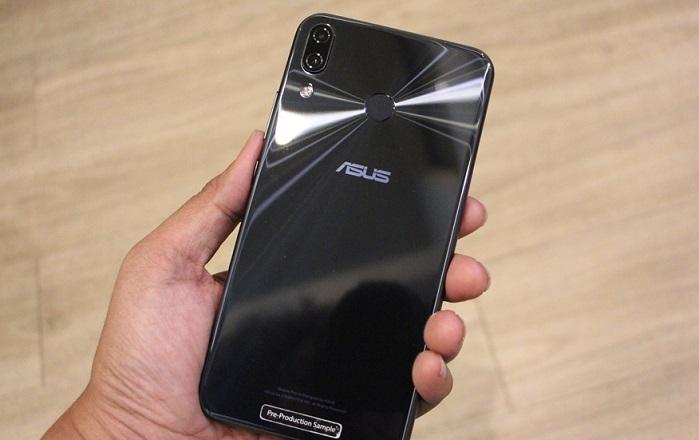 Asus Zenfone Max Pro M1 çok iddialı, üstelik saf Android!