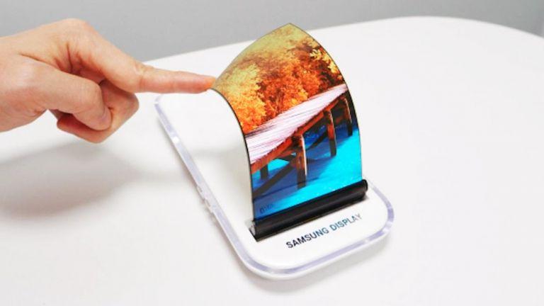 Samsung'un katlanabilir telefonu sızdırıldı!