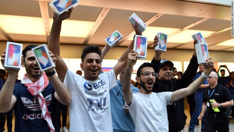 Huawei iPhone alanlara powerbank hediye etti! İroninin böylesi görülmedi!!!