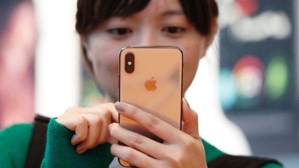 Apple kendi göbeğini kesiyor ve modem işine el atıyor!