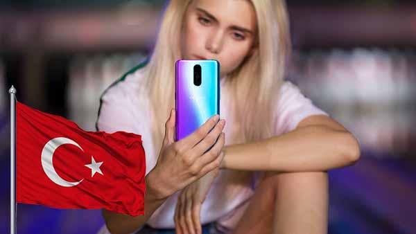 Günün bombası! Oppo R17 Pro Türkiye pazarına giriyor! Afişler hazır!