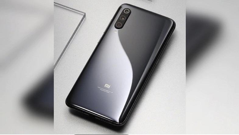 Xiaomi Mi 9 ilk kez önden göründü! İşte son resmi açıklamalar