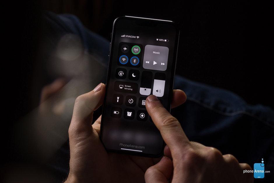 iOS 13 iPhone XI ile görüntülendi!