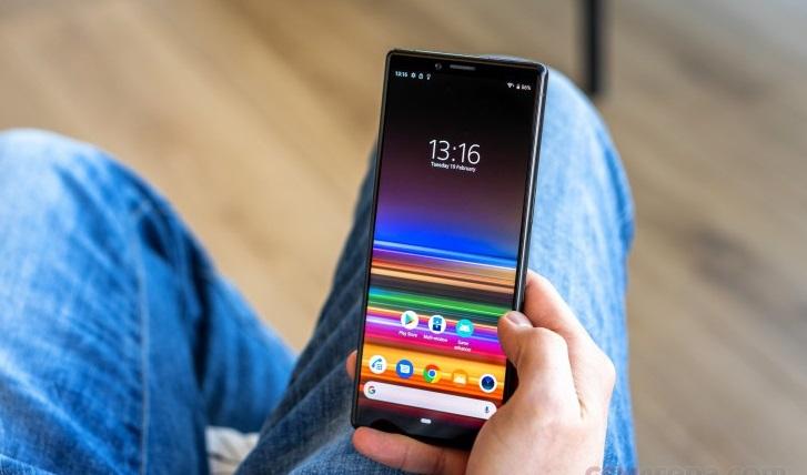 Sony Xperia 3 işte böyle görünecek! Arkadaki koca delik de neyin nesi?