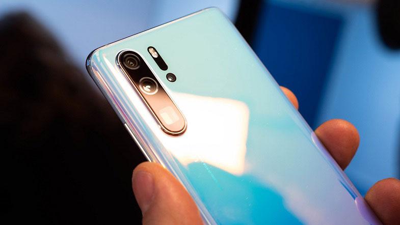 Huawei P30 Pro Amerika'ya inat güncelleme almaya devam ediyor