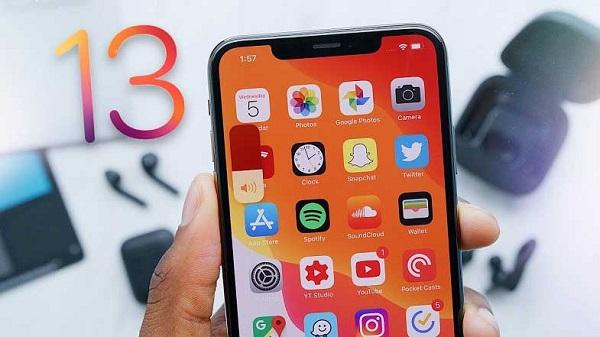 iOS 13 güncellemesi başladı! iPhone'lar karanlığa bürünüyor