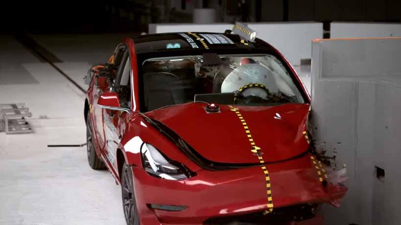 Tesla Model 3 araba değil resmen tank gibi! [video]
