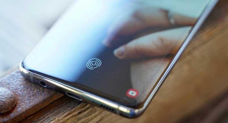 Galaxy S10 ve Note 10'un başa bela parmak izi sorunu düzeltildi!
