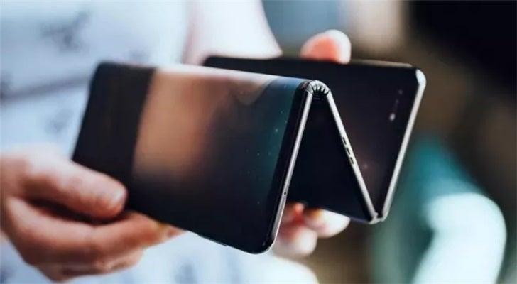 Samsung Galaxy Z Flip 10 inçlik bir telefon! Olur mu?