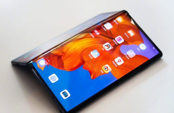 Huawei Bombayı Patlatıyor! Katlanabilir Telefon…